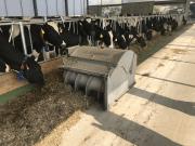 A takarmány automatikus feltolása és átmozgatása